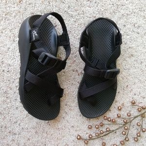 CHACO WOMEN'S 8 Black sandals
